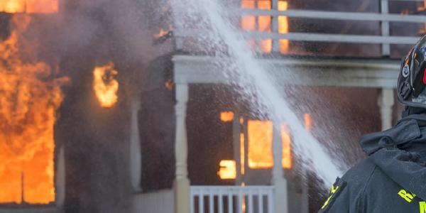 ไฟไหม้บ้าน